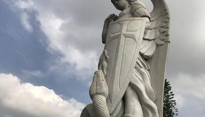 ¿Cómo orar a San Miguel Arcángel para recuperar un amor?