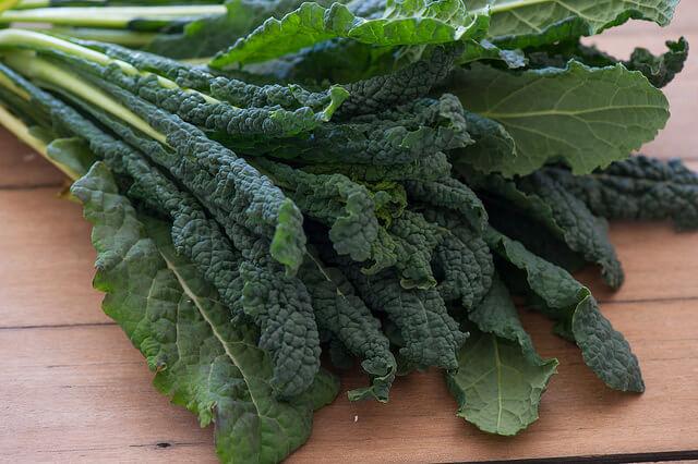 Preparar una deliciosa ensalada con kale